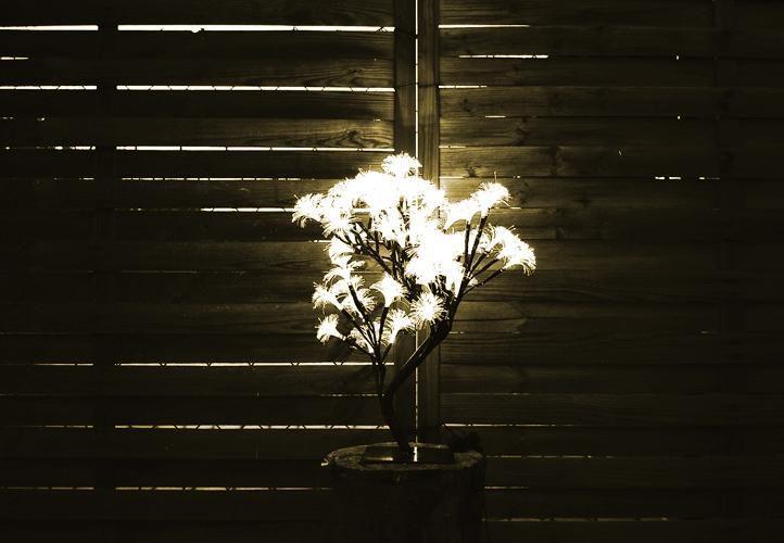 Umělý strom se svítícími květy, 64 LED diod, 45 cm