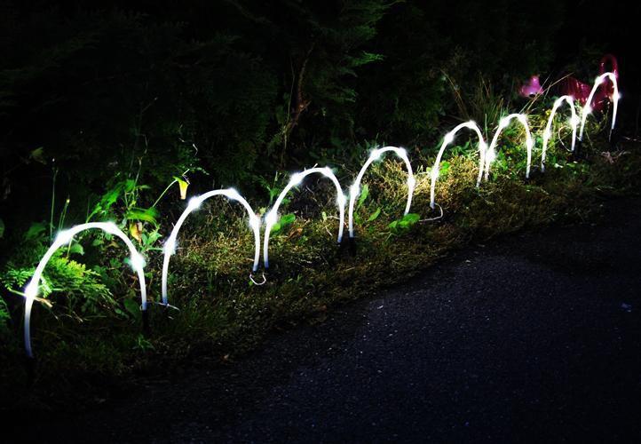 Zahradní dekorativní osvětlení okolo záhonů, 8 x oblouk, solární