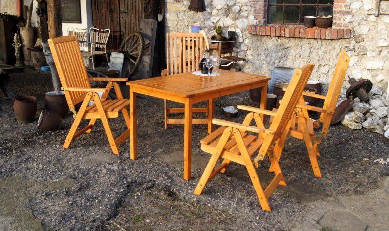 Dřevěná venkovní židle s područkami, skládací, lakovaná borovice