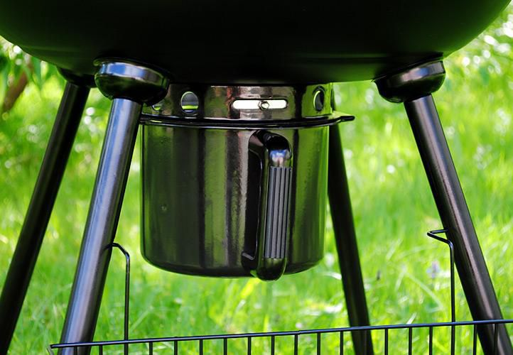 Kulatý kotlíkový gril s nastavitelným přívodem vzduchu na dřevěné uhlí