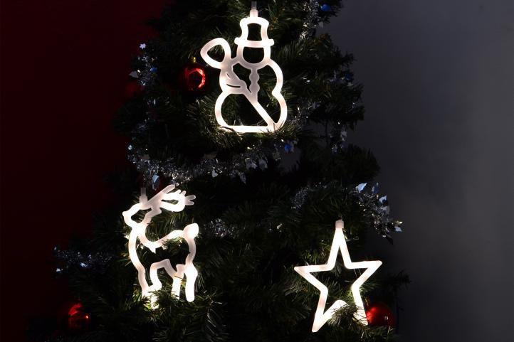 Vánoční svítící závěsná dekorace na stromeček / okno, na baterie