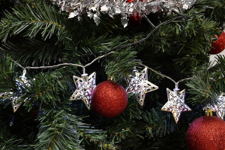 Okrasný vánoční řetěz- stříbrné hvězdy, vnitřní, na baterie, 2 m