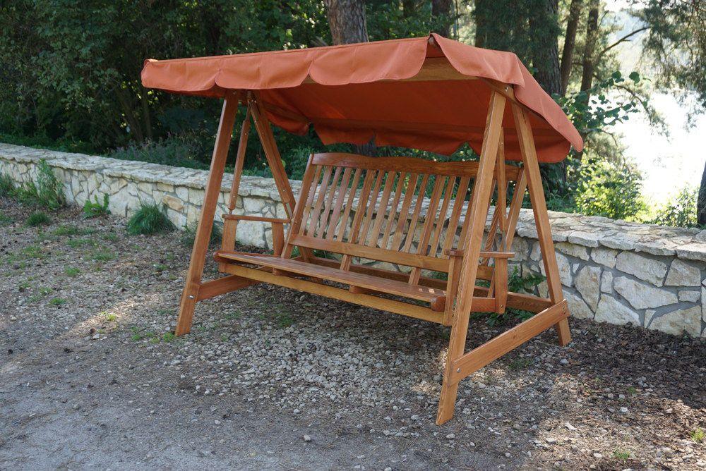 Dřevěná zahradní houpačka- masivní, se stříškou, lakovaná barovice