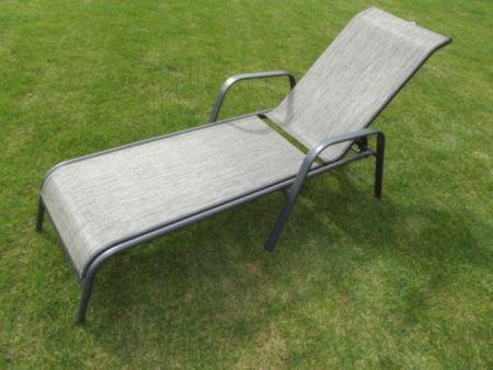 Textilní relaxační lehátko s kovovým rámem, šedé