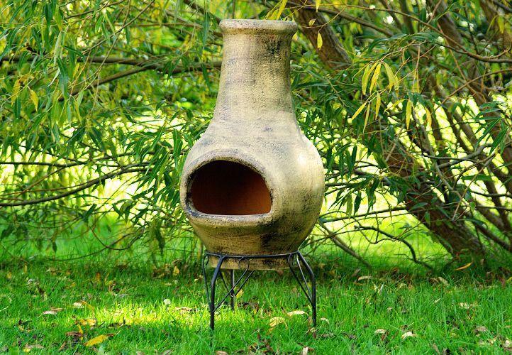 Dekorativní zahradní terakotový krb, kovový podstavec, 83 cm
